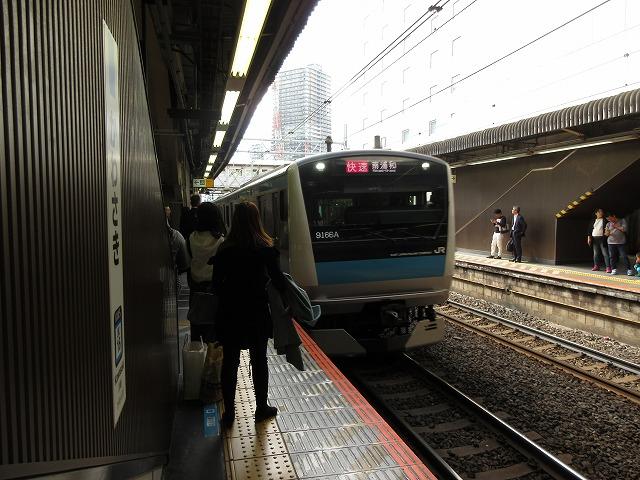 京浜東北線E233系(川崎)