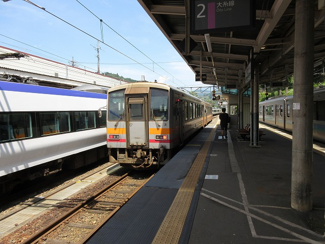 353系電車と120系気動車(南小谷)