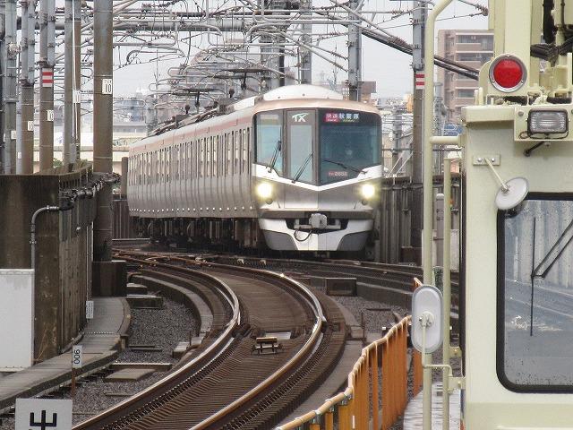 TX2000系電車(北千住)