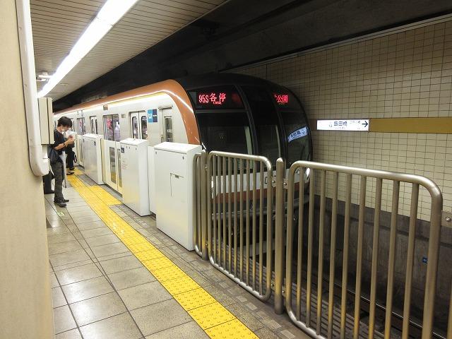 東京メトロ10000系(飯田橋)