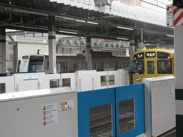 西武2000系と地下鉄7000系(練馬)
